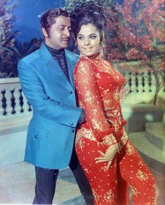 pran and mumtaz Bollywood Makeup, Bollywood Outfits, Bollywood Cinema, Bollywood Girls, Vintage Bollywood, Bollywood Stars, Bollywood Celebrities, Bollywood Actress, Indian Actress Photos