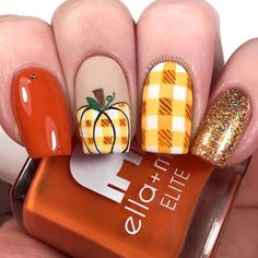 Here's Thanksgiving nail art ideas for beginners, intermediates and experts. Get manicure ideas for fall nail colors, turkey nails, plaid nails and more. Fall Gel Nails, Fall Manicure, Fall Acrylic Nails, Cute Nails For Fall, Manicure Ideas, Glitter Nails, Fall Nail Art Designs, Beautiful Nail Designs, Acrylic Nail Designs