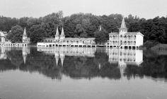 Egy időben több hazai gyógyfürdőben is elérhető volt a gyógyvizes szájzuhany. Taj Mahal, Building, Travel, Viajes, Buildings, Destinations, Traveling, Trips, Construction