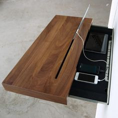 Retailer Away Undesirable IPhone And IPad Cables: Stage Charging Shelf | Decor Advisor