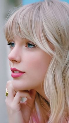 Taylor Swift - - Lest talk about the Most Beautiful Women In The World. Being beautiful is something which comes from within yourself. It's not only about your physical attributes but how your personality is and the shine you withhold on your skin. Taylor Swift Hot, Style Taylor Swift, Taylor Swift News, Long Live Taylor Swift, Taylor Swift Songs, Taylor Swift Pictures, Red Taylor, Taylor Swift Dancing, Beautiful Taylor Swift