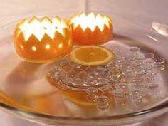 plovoucí svícny z mandarinkové kůry