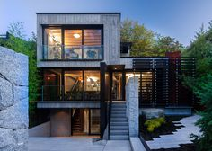 Mod Canadian House Puts Its Rugged Concrete on Center Stage