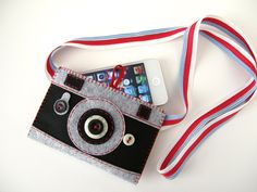 iPhone case Tourist No1 from hine on Etsy. Made from felt and buttons.