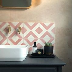 Pink is here to stay! Demonstrated beautifully by Love the combination of pink, navy and brass accessories. Layout Design, Tile Design, Bath Design, Deco Tumblr, Navy Bathroom, Pink Bathroom Tiles, Pink Bathrooms, Bathroom Canvas, Luxury Bathrooms