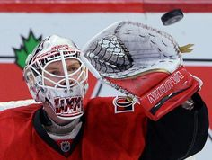 Ottawa Senators' Andrew Hammond makes a glove save against the Philadelphia Flyers during the third period of an NHL hockey game, Sunday, March 15, 2015, in Ottawa, Ontario. (AP Photo/The Canadian Press, Sean Kilpatrick)