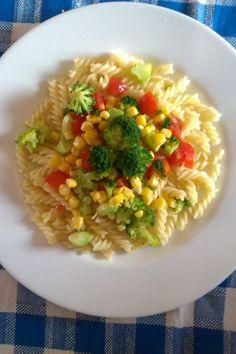 Cestovinový šalát - Recept pre každého kuchára, množstvo receptov pre pečenie a varenie. Recepty pre chutný život. Slovenské jedlá a medzinárodná kuchyňa