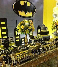 Sweet table d'anniversaire sur le thème de batman www. Lego Batman Party, Batman Birthday, Superhero Birthday Party, Boy Birthday, 5th Birthday Party Ideas, Party Themes For Boys, Birthday Parties, Batman Party Supplies, Baby Batman