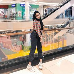 [New] The 10 Best Fashion Today (with Pictures) – Inspired photo from : clarayaaa__ .LIKE SEMUA FOTO hijab. Ootd Hijab, Hijab Casual, Outfits Casual, Hijab Chic, Classy Outfits, Modern Hijab Fashion, Street Hijab Fashion, Muslim Fashion, Ootd Fashion
