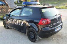 Crna Gora: Šefovi policije godinama voze ukradene automobile koje traži Interpol | http://www.dnevnihaber.com/2015/06/crna-gora-sefovi-policije-godinama-voze-ukradene-automobile-koje-trazi-interpol.html