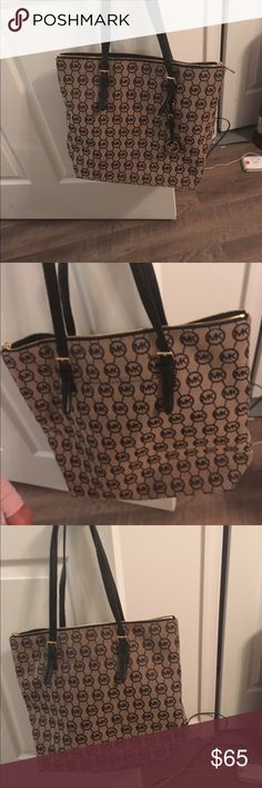Authentic Michael kors bag Perfect condition , smoke free home Michael Kors Bags Totes