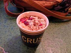 Porridge graines de sésame, sirop d'érable et baies de goji - Crussh, Londres, Angleterre Acai Bowl, Food, London, London England, Berries, Syrup, Acai Berry Bowl, Essen, Meals