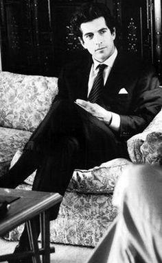 John Kennedy Los Kennedy, John Kennedy Jr, Carolyn Bessette Kennedy, Jfk Jr, John Junior, John Fitzgerald, Gorgeous Men, Family Portraits, Gq