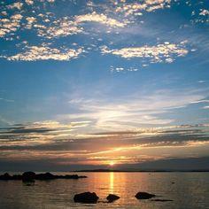 """""""O próprio sonho me castiga. Adquiri nele tal lucidez que vejo como real cada coisa que sonho."""" (Fernando Pessoa)"""