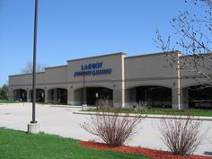 Sublease opportunity available in Vernon Hills, IL with La-Z-Boy!