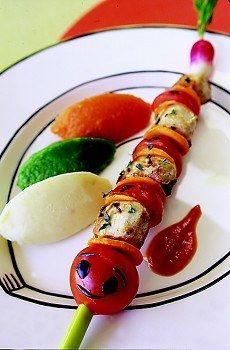 Brochettes de lapin, trois purées - Cuisine au barbecue - © CLIPP / F²rancesca Mantovani Pour 4 personnes Préparation : 20 min Cuisson : 40 min Ingrédients 2 râbles de lapin de 150 g 250 g de tomates cerises...