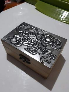 Aluminum Foil Crafts, Pewter Art, Metal Embossing, Metal Art, Fun Crafts, Decorative Boxes, Display, My Favorite Things, Creative