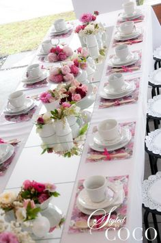 Party Inspirations Kitchen Tea Party I Love Flowers As Bridal Showers And Kitchen Tea - Table Settings Kitchen Tea Parties, Vintage Tee, Vintage Tea Parties, Vintage Party, Tea Party Table, Tea Party Decorations, Afternoon Tea Parties, Afternoon Tea Table Setting, Tea Party Bridal Shower