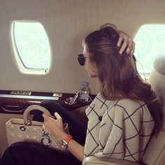 Jet set and see more of God's earth through travel with my Walnut travel in style Estilo Miranda Kerr, Miranda Kerr Style, Luxury Lifestyle Fashion, Wealthy Lifestyle, New Interior Design, Luxe Life, Rich Girl, Airport Style, Travel Style