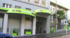 JUCY Snooze Auckland JUCY Snooze offers budget accommodation in Auckland CBD (Central Business District), less than 10 minutes' walk from Vector Arena and Auckland's waterfront. 24-hour reception and a tour desk are available. Guests receive 30 minutes' of free WiFi.