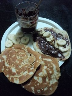 pancakes with nutella... yumness...!!!