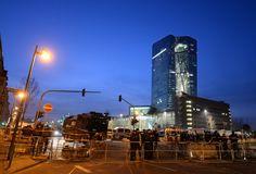 Vor dem weiträumig abgesperrten Gelände der EZB hatte eine Mahnwache von...