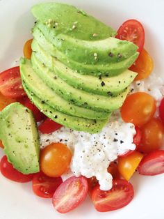 California Cottage Cheese Bowl — The Skinny Fork1/2 c cottage cheese, 1.2 avocado sliced, 12 grape tomatos havled, salt and pepper to taste