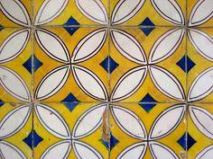 Azulejos de Sesimbra by John LaMotte, (portuguese tiles) - love this graphic! Handmade tiles can be colour coordinated and customized re. shape, texture, pattern, etc. by ceramic design studios Mehr Tile Art, Mosaic Tiles, Wall Tiles, Tile Patterns, Textures Patterns, Print Patterns, Estilo Interior, Keramik Design, Portuguese Tiles