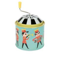 <p>Moulin à musique vert en métal avec les ravissants dessins aux allures rétro d' Ingela P. Arrhenius pour Vilac avec la mélodie lettre à Elise. On aime ce moulin à musique aussi mélodieux que décoratif et qui nous rappelle de jolis souvenirs d'enfance !</p> <p> </p> <p><span><em><br /></em></span></p> <p><em><br /></em></p>