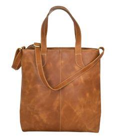 Handtasche FREDRIKSTAD Leder goldbraun - Max Leder. Eine gängige Lederhandtasche wie die FREDRIKSTAD Büffelleder Handtasche ist in vielerlei Hinsicht stetig willkommen. Dank dem einen grossen Hauptfach passen auch grössere Gegenstände in die FREDRIKSTAD Damen Handtasche, was sie bei Ihren Trägerinnen in einem ganz besonderen Licht stehen lässt. Fredrikstad, Tote Bag, Bags, Fashion, Golden Brown, Auburn, Leather Bag, Get Tan, Women's
