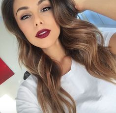 Simple eye and bold lip feels 💋🌹🙃 Annie Jaffrey, Bold Lips, Make Me Up, Gorgeous Makeup, Cute Hairstyles, Diy Beauty, Hair Cuts, Hair Color, Lipstick