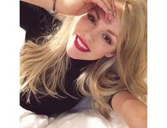How To Take A Good Selfie: Tips from Instagram's Top Stars via @byrdiebeauty