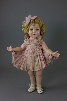 18' COMPOSITION IDEAL SHIRLEY TEMPLE IN VINTAGE BERRY PRINT DRESS