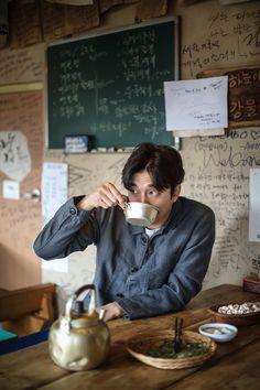 Gong Yoo captures the warmth of spring with 'Epigram' Gong Yoo, Hello My Teacher, Goblin Kdrama, Goong, Korean Entertainment, Kyungsoo, Korean Actors, Korean Drama, Actresses