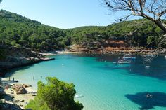 Gorgeous sandy beaches, hidden coves, crystal clear waters - Ibiza has it all! Ibiza Town, Ibiza Beach, Ibiza Strand, Travel Around The World, Around The Worlds, Ibiza Holidays, Ibiza Formentera, Magic Island, Balearic Islands
