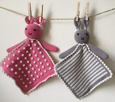 This Crochet A Toy Of Animal Taggy Blankets Free Pattern is a cute and simple pattern that kids are sure to enjoy. Make one now with the free pattern provided by the link below. Crochet Animals, Crochet Toys, Free Crochet, Crochet Chain, Arm Knitting, Knitting Patterns, Crochet Patterns, Baby Lovies, Lovey Blanket