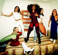 Spice Girls who jump on beds I'd be friends with Spice Girls, Look Fashion, 90s Fashion, Pretty People, Beautiful People, Mtv, Viva Forever, Geri Halliwell, Girls Rules