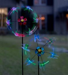 Solar Color-Changing Flyer Spinner - spins, glows at night and lights change color!