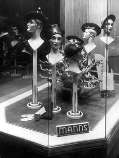 Painet Licensed Rights stock photo of hats mannequin heads in store window display circa 1945 Vintage Mannequin, Mannequin Heads, 1950s Fashion Women, Vintage Fashion, Women's Fashion, Fashion Window Display, Window Displays, Hat Display, Hat Stores