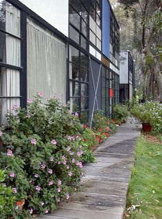 Eames House | Main elevation of the house (near) and the stu… | Flickr