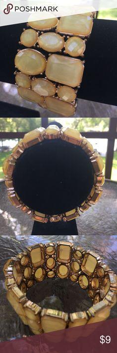 NWT Charming Charlie Stretch Bracelet Beautiful NWT Charming Charlie Stretch Bracelet Charming Charlie Jewelry Bracelets