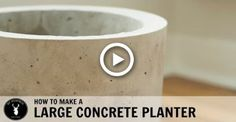 How to Make a Large Concrete Planter Large Concrete Planters, Concrete Pots, Modern Planters, Concrete Garden, Diy Planters, Garden Wall Planter, Raised Garden Planters, Wood Planter Box, Modern Plant Stand