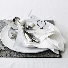 Vintage Linen Napkins - Set of 4   The White Company. Shopping from the US? -> http://us.thewhitecompany.com/Home-%26-Bath/Table-Linens-%26-Accessories/Vintage-Washed-Linen-Runner/p/TXHLR?swatch=White