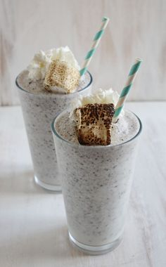 "Cookies & Cream Frozen Hot Chocolate: For the ""Oh shoot- I think I will eat something deliciously unhealthy"" Days :)"