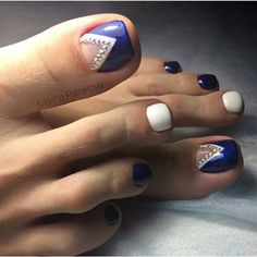 Blue and white toe nail design Cute Pedicure Designs, Gem Nail Designs, Toe Designs, Pretty Pedicures, Pretty Toe Nails, Gorgeous Nails, Gem Nails, Sparkle Nails, Hair And Nails