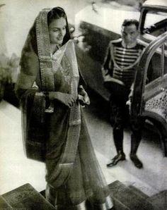 Maharani Sita Devi Sahib of Baroda, (b. Rare Photos, Vintage Photos, Gayatri Devi, Richest Man, Indian Costumes, Indian Princess, Vintage India, Royal Tiaras, Royal Clothing
