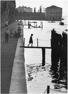 Willy Ronis Fondamenta Nuove Black and White Landscape Photography of Canals in Venice Italy The post Willy Ronis Fondamenta Nuove Black and White Landscape Photography of Canals in Venice Italy appeared first on Fotografie.
