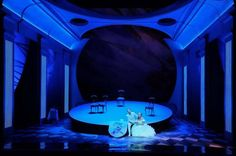 D e r R o s e n k a v a l i e r Strauss, 2014 Opera Wroclawska Regie: Georg Rootering. Stage Design: Lukas Noll