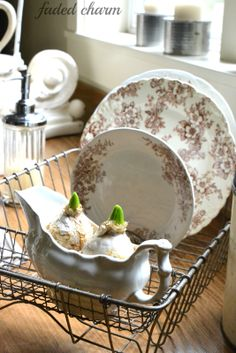 Faded Charm: ~Tulips in the Kitchen~Leave pretty dishes out and displayed Love Vintage, Vintage China, Vintage Ideas, Dish Drainers, Dish Racks, Wire Baskets, Vintage Dishes, Retro, Decoration
