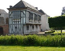 Middleton Hall, North Warwickshire, England,  was held by the de Frevilles until 1418 and came to the Willoughbys by virtue of the marriage of heiress Margaret de Freville to Sir Hugh Willoughby.
